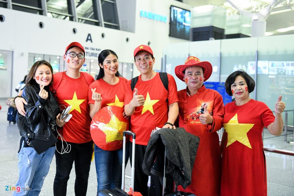 Hoa hau Ngoc Han cung CDV len duong co vu tuyen Viet Nam hinh anh 3