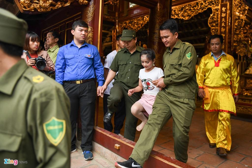 Tuong ba hoi Giong Soc Son duoc cong an bao ve anh 10