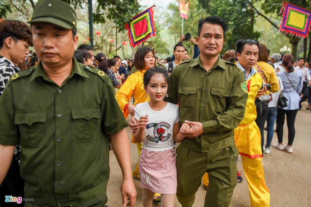 Tuong ba hoi Giong Soc Son duoc cong an bao ve anh 11