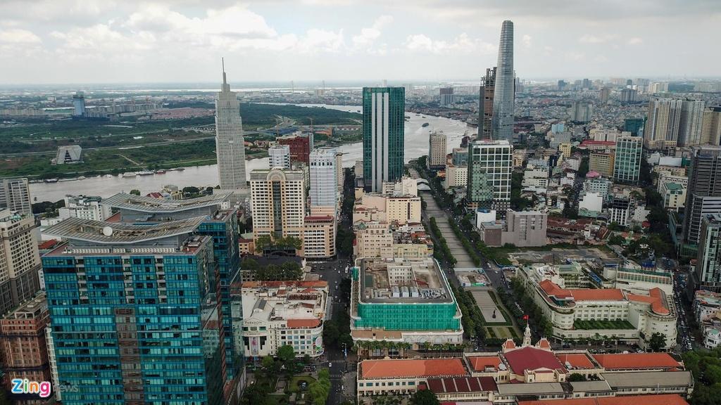 Nằm ở giữa quận 1, TP.HCM với vị trí đắc địa, giá trị kinh tế của con đường Đồng Khởi đang tăng lên một cách chóng mặt.