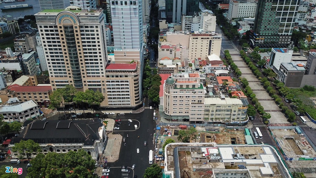 Nằm song song với đường Nguyễn Huệ, Đồng Khởi đã trở thành điểm đến quen thuộc của người dân TP.HCM và du khách với nhiều hoạt động, sự kiện hoành tráng được tổ chức vào các dịp lễ, hội lớn của thành phố