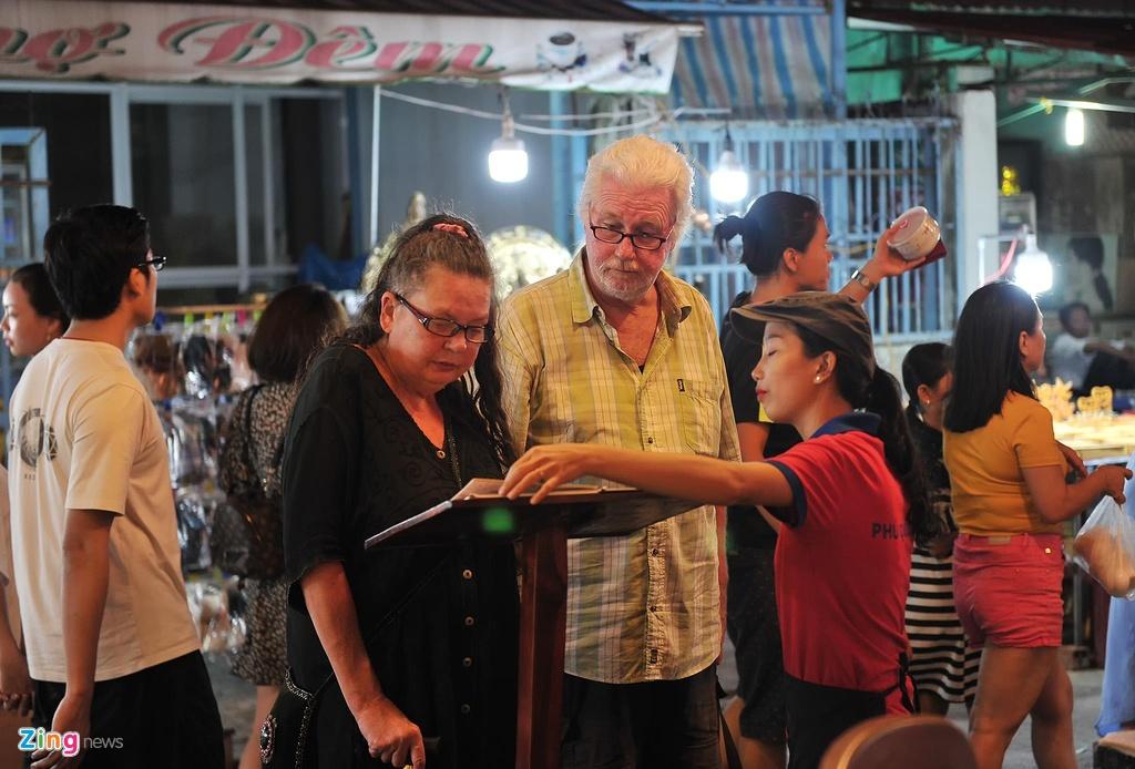 Cho dem Phu Quoc vang ve khac la dip nghi le hinh anh 11  - 11_zing - Chợ đêm Phú Quốc vắng vẻ khác lạ dịp nghỉ lễ
