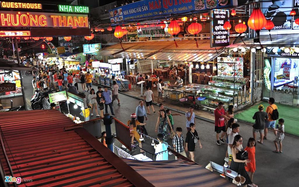 Cho dem Phu Quoc vang ve khac la dip nghi le hinh anh 1  - 1_zing - Chợ đêm Phú Quốc vắng vẻ khác lạ dịp nghỉ lễ