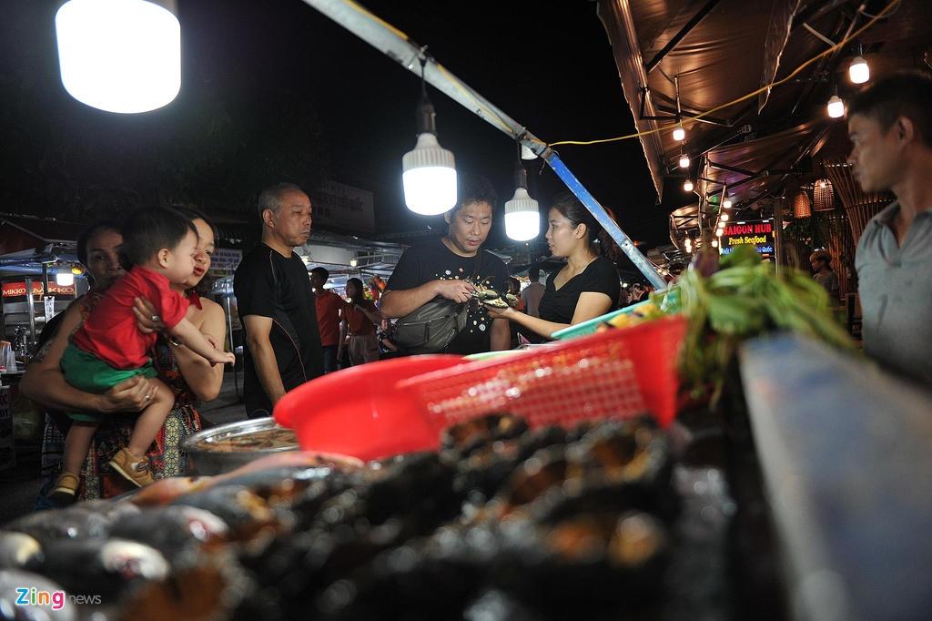 Cho dem Phu Quoc vang ve khac la dip nghi le hinh anh 2  - 2_zing - Chợ đêm Phú Quốc vắng vẻ khác lạ dịp nghỉ lễ