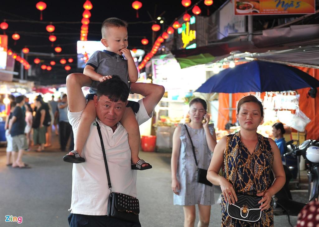 Cho dem Phu Quoc vang ve khac la dip nghi le hinh anh 3  - 3_zing - Chợ đêm Phú Quốc vắng vẻ khác lạ dịp nghỉ lễ