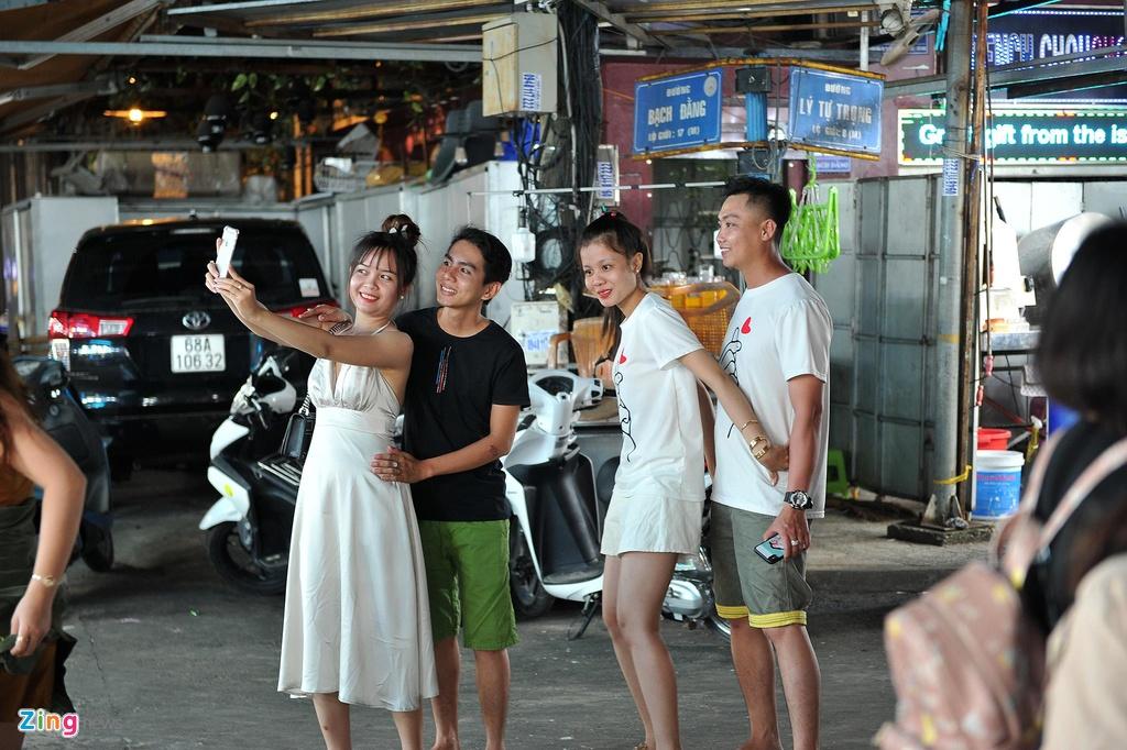 Cho dem Phu Quoc vang ve khac la dip nghi le hinh anh 5  - 5_zing - Chợ đêm Phú Quốc vắng vẻ khác lạ dịp nghỉ lễ