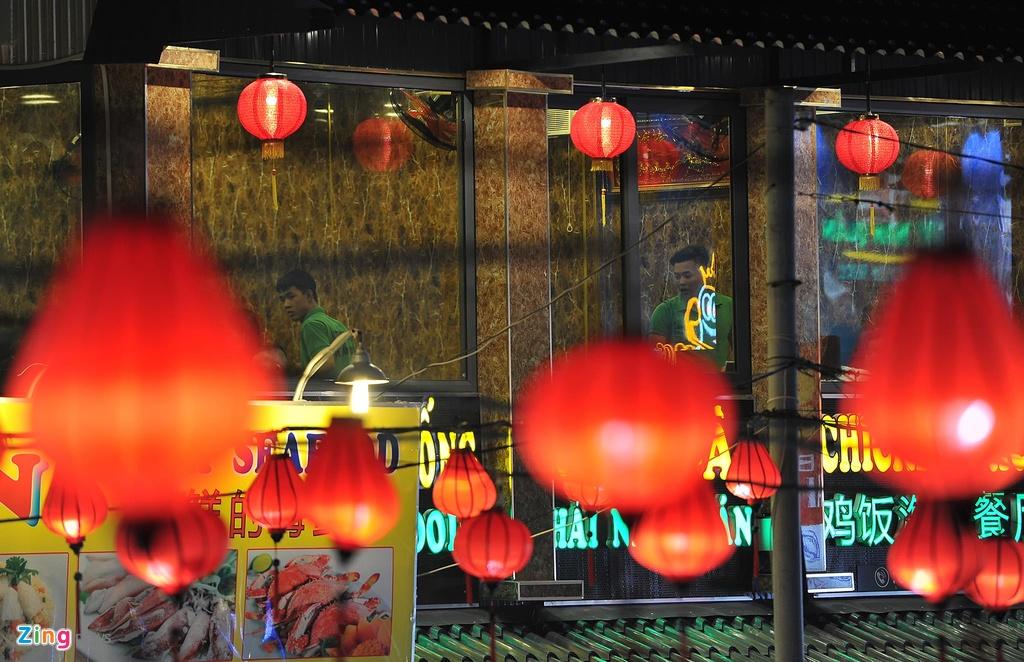 Cho dem Phu Quoc vang ve khac la dip nghi le hinh anh 8  - 8_zing - Chợ đêm Phú Quốc vắng vẻ khác lạ dịp nghỉ lễ