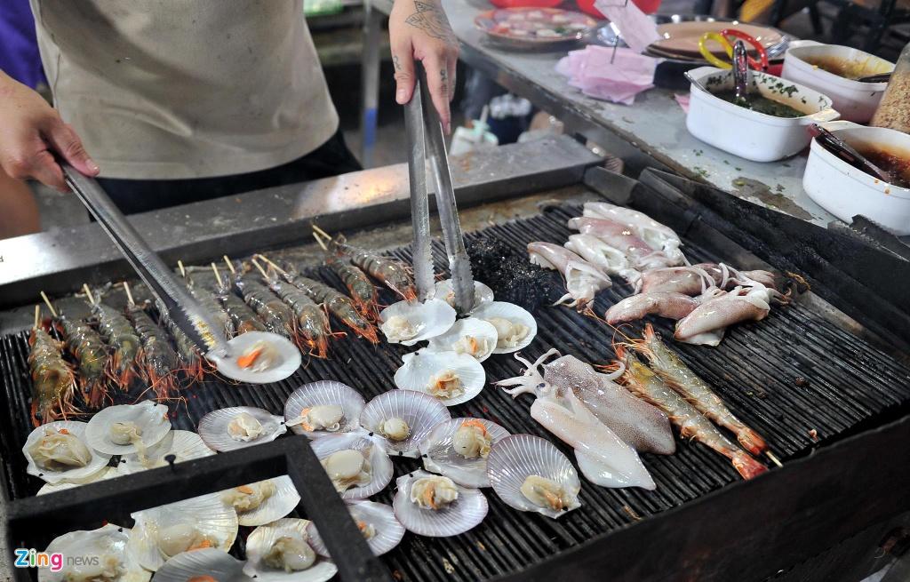 Cho dem Phu Quoc vang ve khac la dip nghi le hinh anh 9  - 9_zing - Chợ đêm Phú Quốc vắng vẻ khác lạ dịp nghỉ lễ