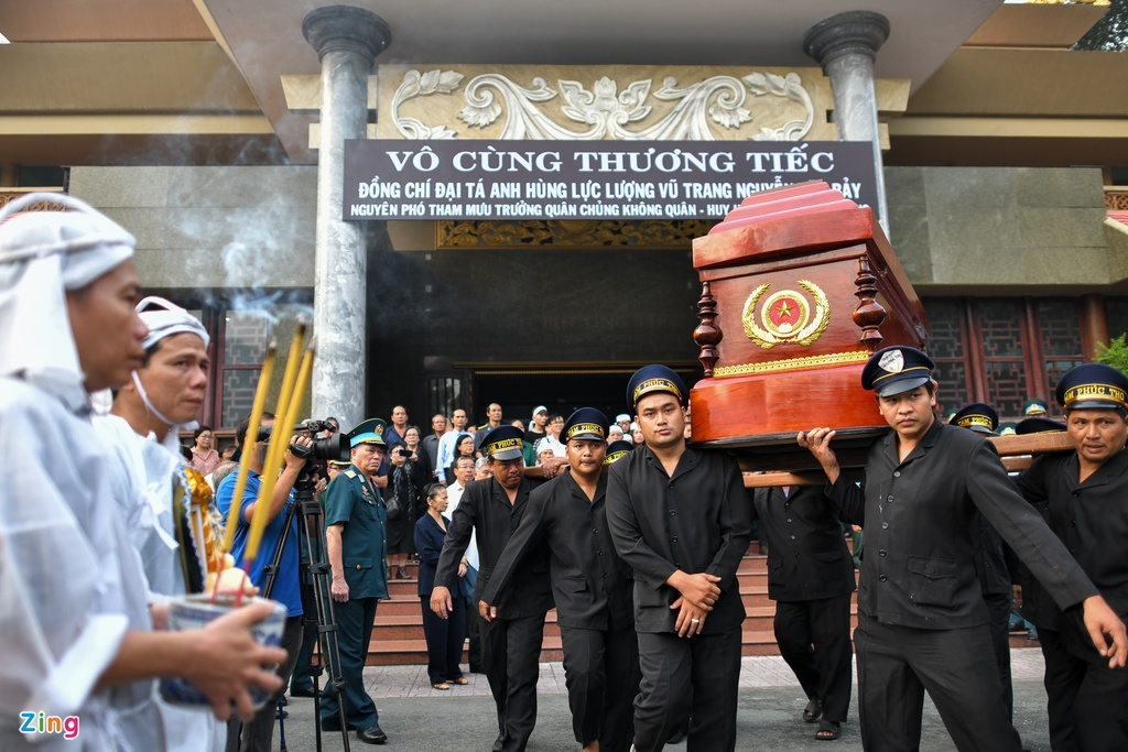 Xuc dong tien dua anh hung phi cong Nguyen Van Bay ve que nha hinh anh 10