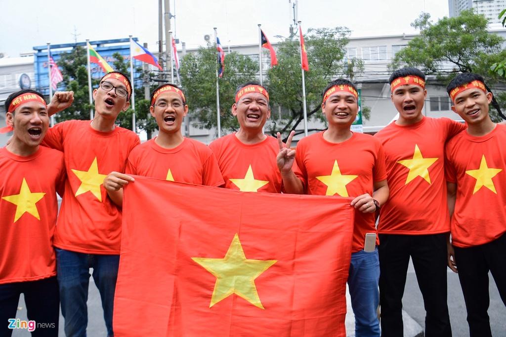 CDV Viet Nam tien ve san Rizal Memorial truoc gio bong lan hinh anh 12