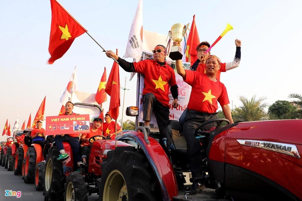 CDV lai may keo ra Noi Bai don tuyen thu U22 Viet Nam hinh anh 11