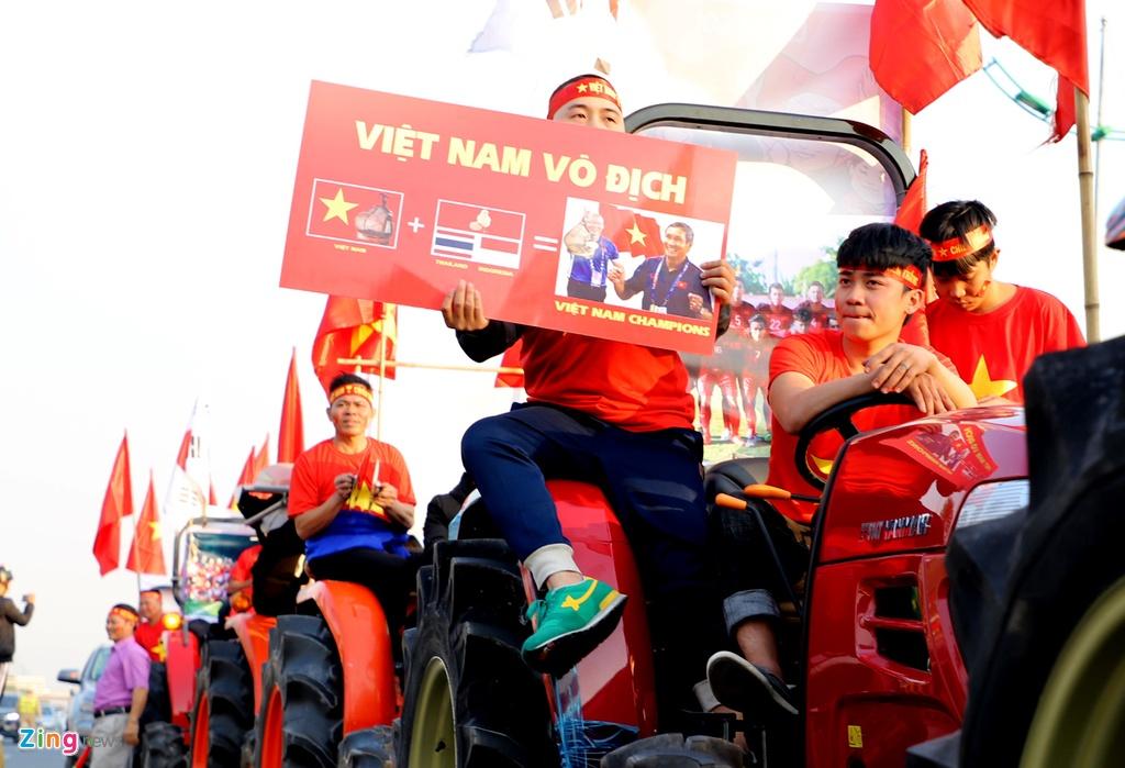 CDV lai may keo ra Noi Bai don tuyen thu U22 Viet Nam hinh anh 9
