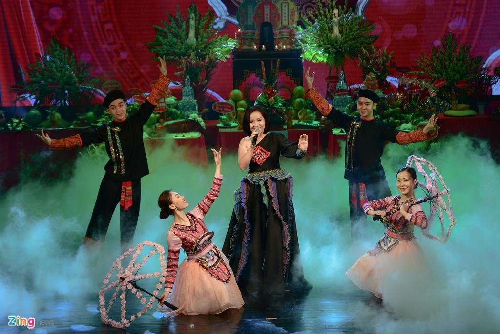Thanh Son,  Thu Quynh dang huong ngay gio To san khau anh 9