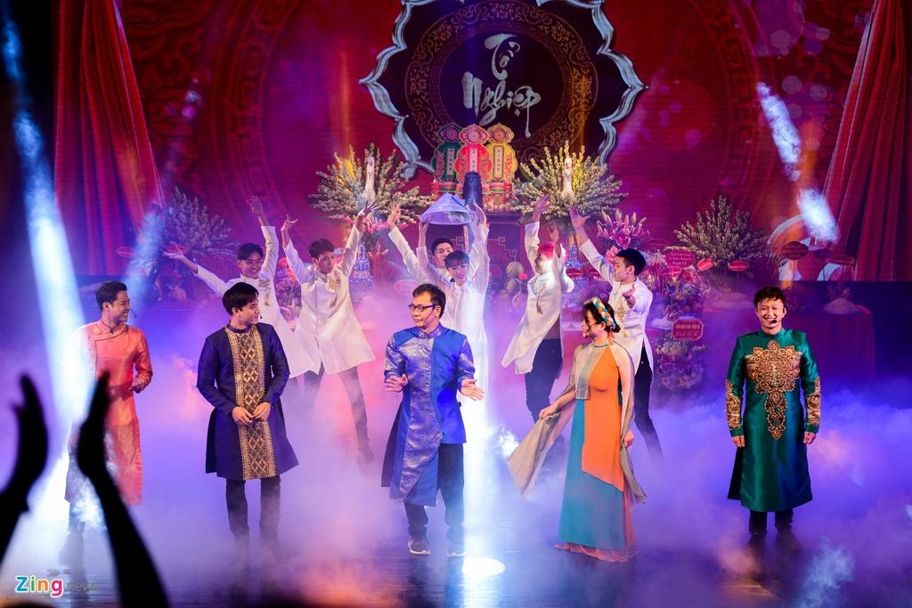 Thanh Son,  Thu Quynh dang huong ngay gio To san khau anh 8