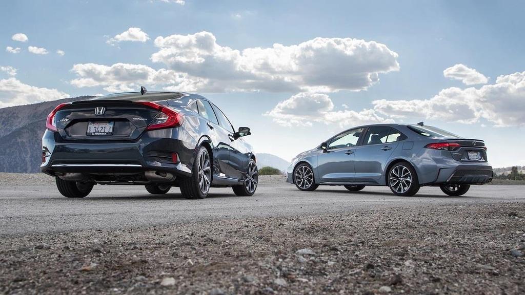 so sanh Toyota Corolla XSE 2020 va Honda Civic Touring 2019 anh 2