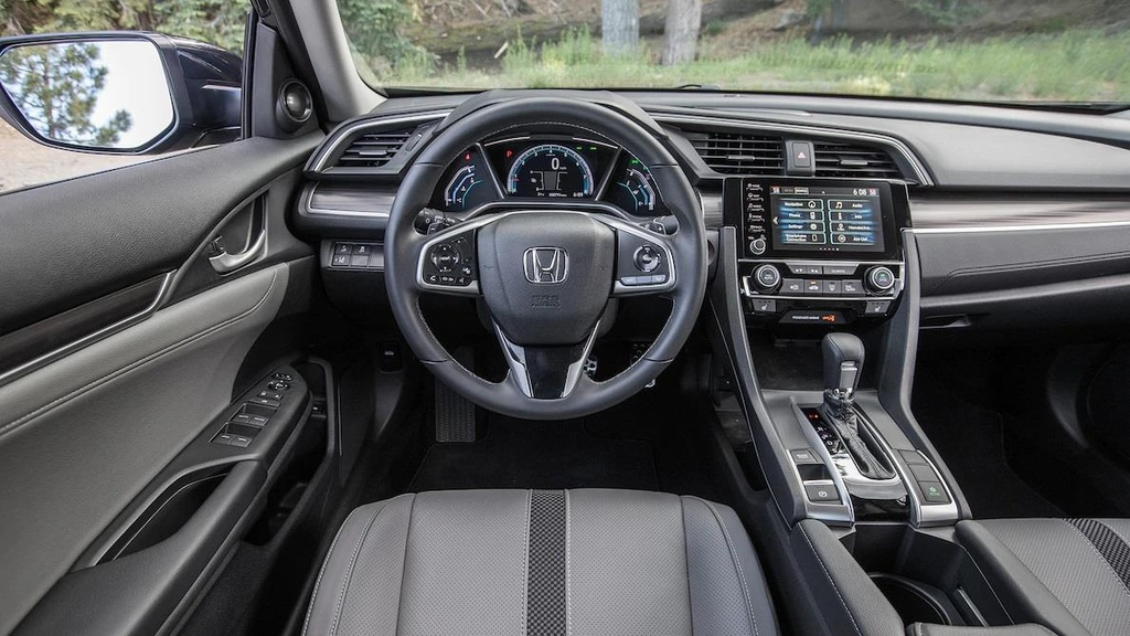 so sanh Toyota Corolla XSE 2020 va Honda Civic Touring 2019 anh 9