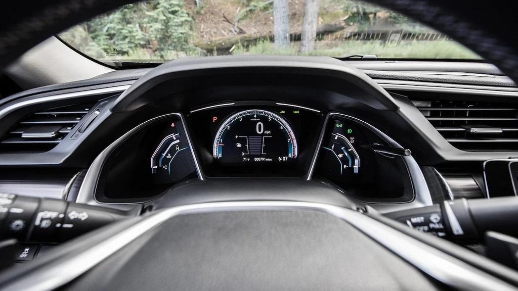 so sanh Toyota Corolla XSE 2020 va Honda Civic Touring 2019 anh 19