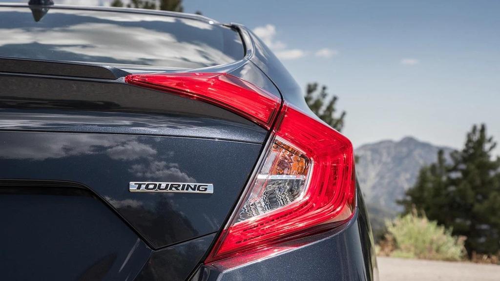 so sanh Toyota Corolla XSE 2020 va Honda Civic Touring 2019 anh 6