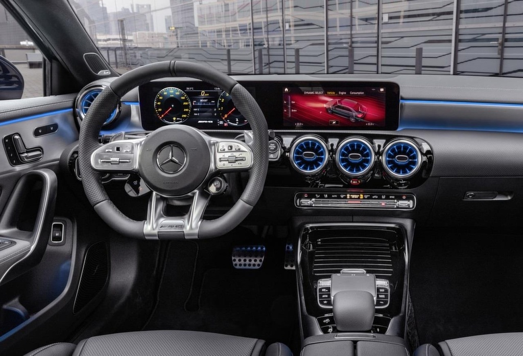 Mercedes-AMG A35 're nhat dong AMG' co gia cao bat ngo hinh anh 7