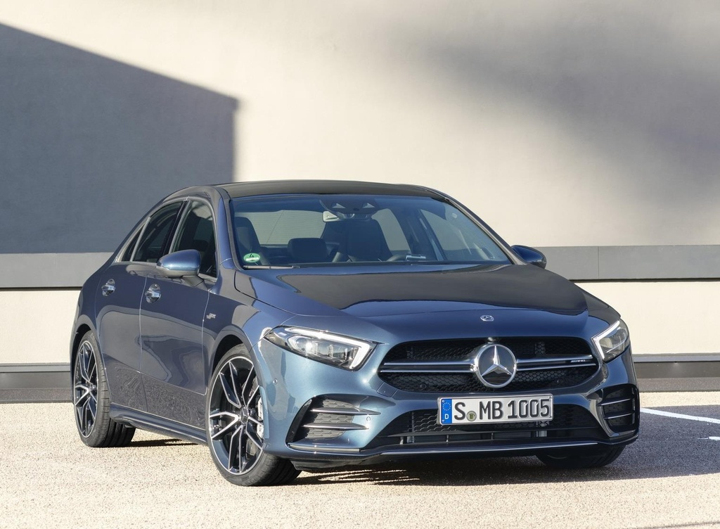 Mercedes-AMG A35 're nhat dong AMG' co gia cao bat ngo hinh anh 1