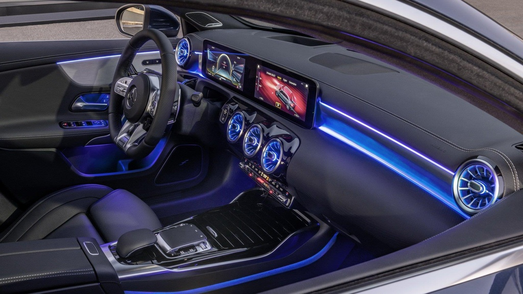 Mercedes-AMG A35 're nhat dong AMG' co gia cao bat ngo hinh anh 5
