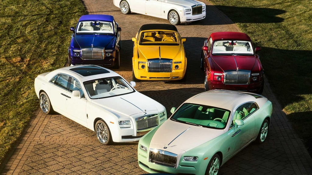 Nguoi dan ong nay so huu 10 xe Rolls-Royce, moi chiec mot mau hinh anh 2
