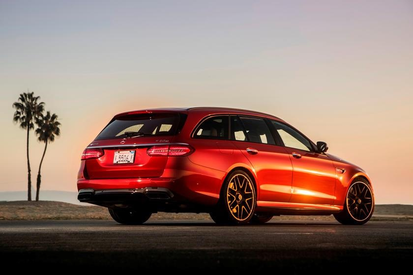 Audi RS6 dau voi Mercedes-AMG E63 - tran chien xe gia dinh hang sang hinh anh 4