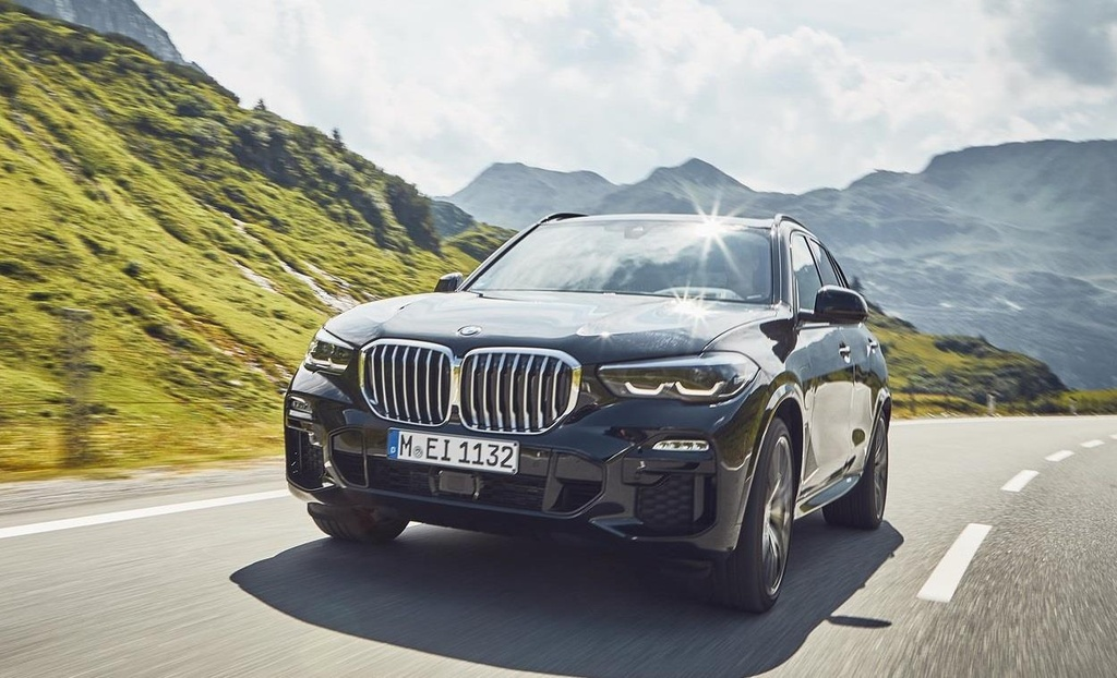 BMW X5 xDrive45e moi chay qua em anh 1