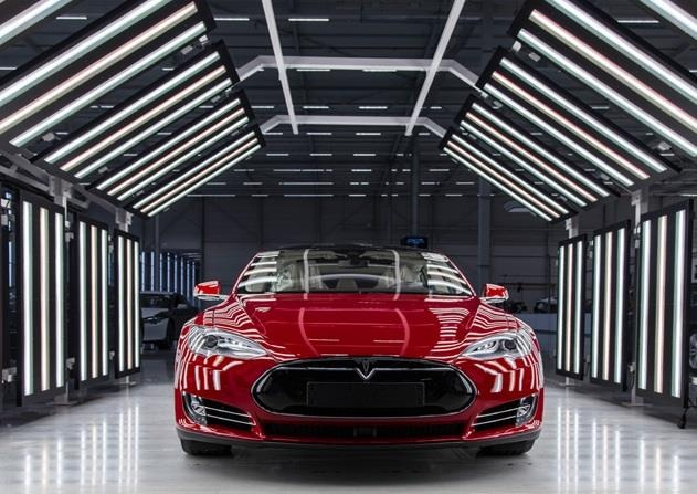 Xe dien cua Tesla 'khong co cua' o Singapore hinh anh 1