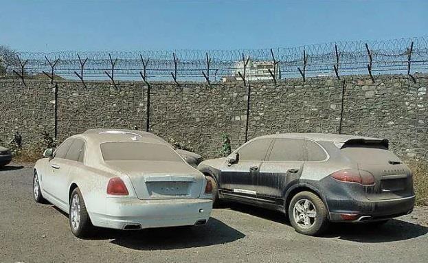 Nhieu xe sang Rolls-Royce bi bo hoang tai Dubai giau co hinh anh 3