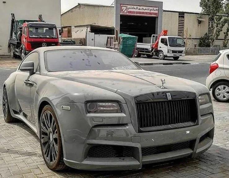 Nhieu xe sang Rolls-Royce bi bo hoang tai Dubai giau co hinh anh 5