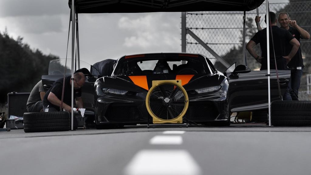 Sieu xe Bugatti lan dau dat toc do 490 km/h, pha vo moi ky luc hinh anh 3