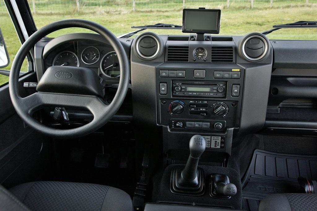 Land Rover Defender moi va cu anh 13