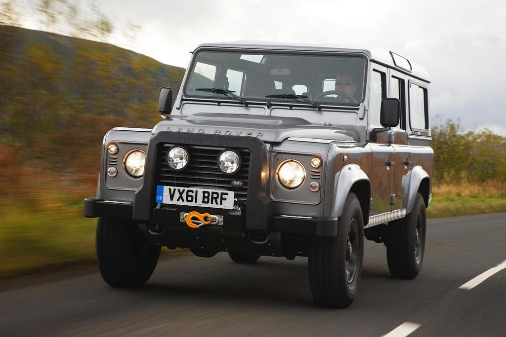 Land Rover Defender moi va cu anh 17