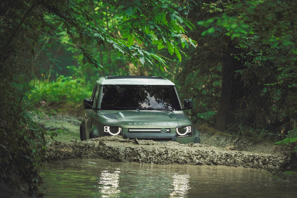 Land Rover Defender moi va cu anh 6