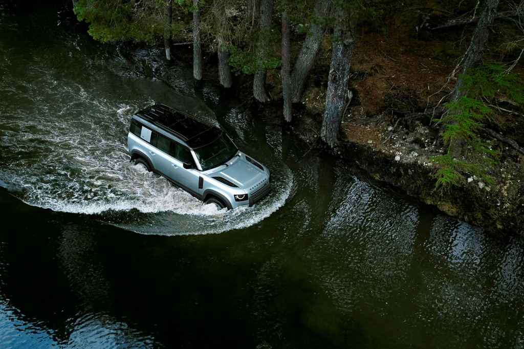 Land Rover Defender moi va cu anh 20