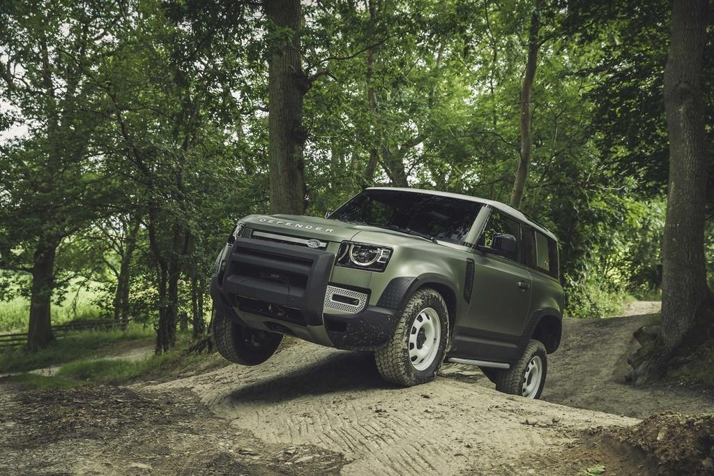 Day la ly do Land Rover Defender 2020 khong co phien ban so san hinh anh 11
