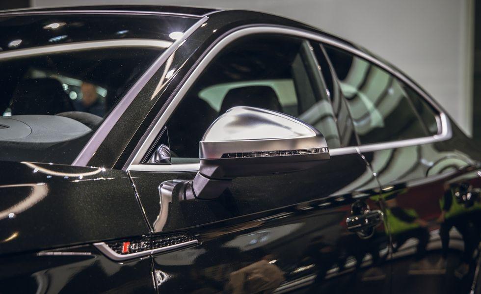 Audi RS 5 phien ban Bao Den lo dien anh 5