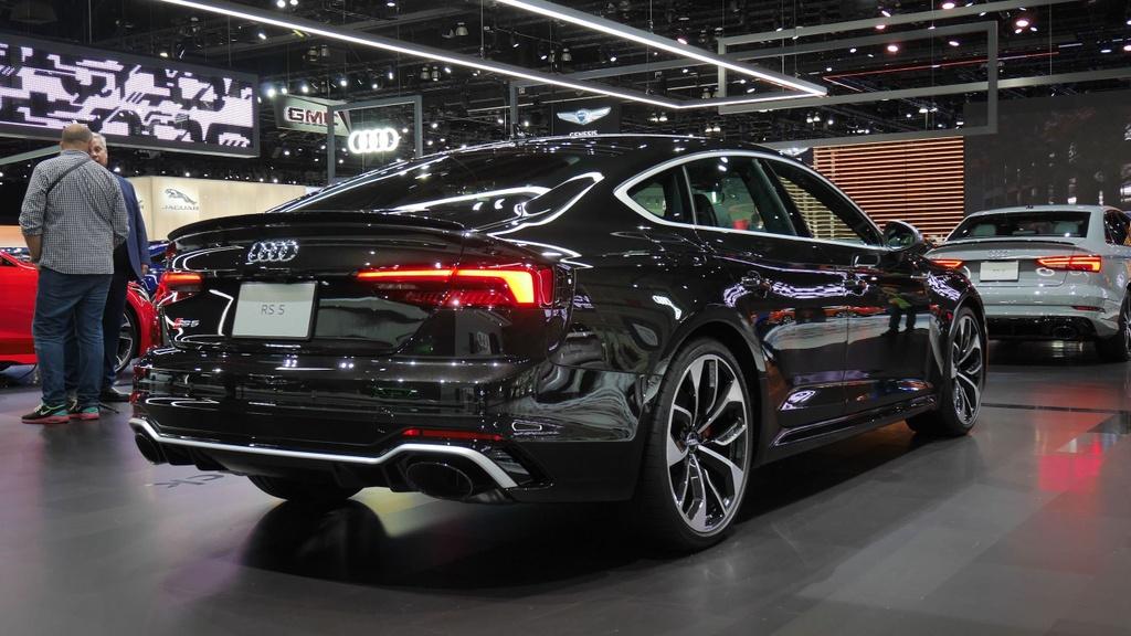 Audi RS 5 phien ban Bao Den lo dien anh 2