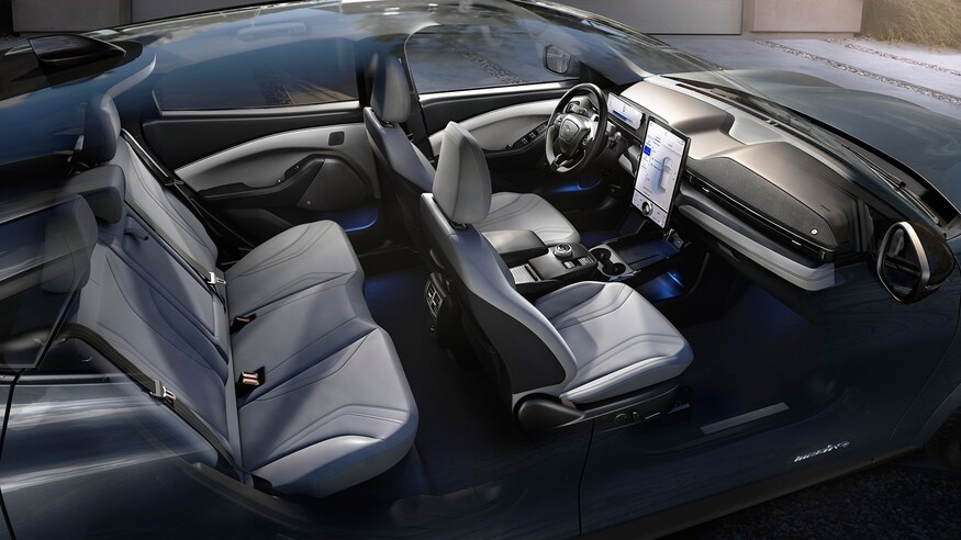 Loat xe gay that vong nhat 2019 hinh anh 11 2021_Ford_Mustang_Mach_E_interior_graphic.jpg