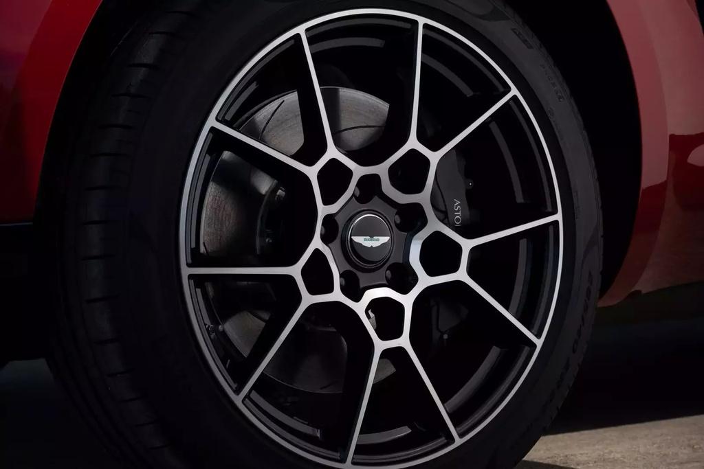 danh gia Aston Martin DBX 2020 anh 8