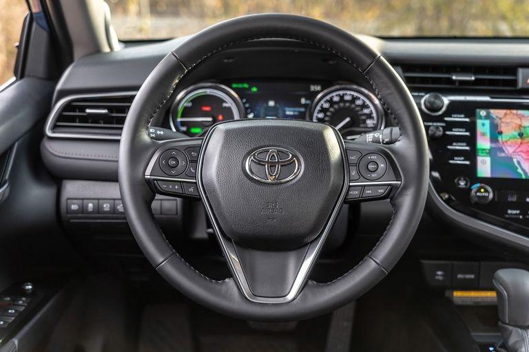 Chon sedan tiet kiem, Honda Accord hay Toyota Camry? hinh anh 16 2019_honda_accord_hybrid_and_2019_toyota_camry_hybrid_140_1578505350.jpg