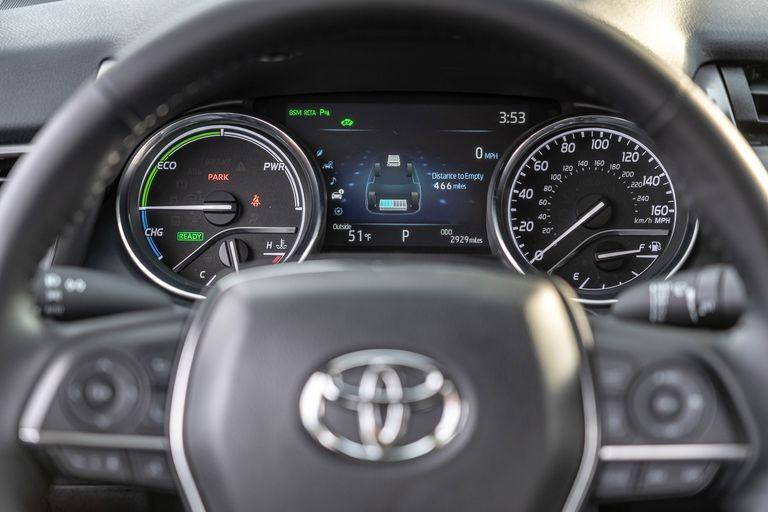 Chon sedan tiet kiem, Honda Accord hay Toyota Camry? hinh anh 22 2019_honda_accord_hybrid_and_2019_toyota_camry_hybrid_142_1578505350.jpg
