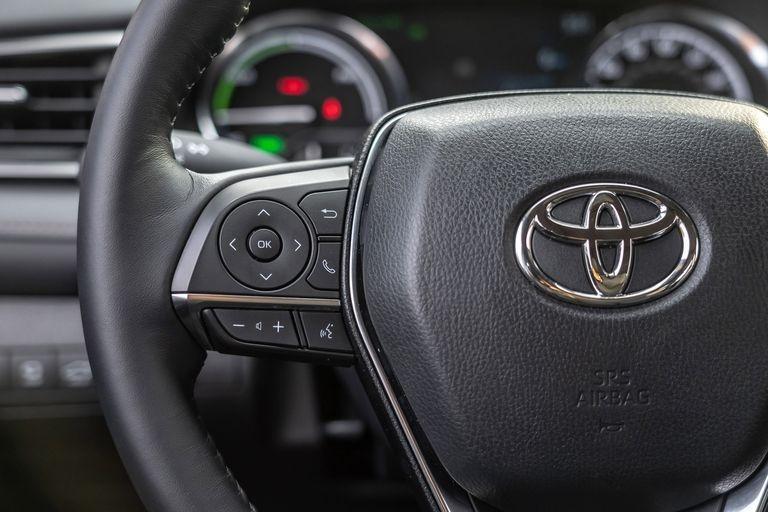 Chon sedan tiet kiem, Honda Accord hay Toyota Camry? hinh anh 41 2019_honda_accord_hybrid_and_2019_toyota_camry_hybrid_144_1578505352.jpg