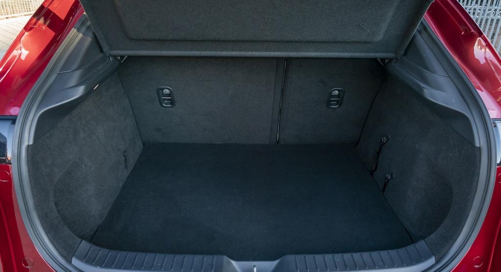 Danh gia Mazda CX-30 2020 – ban sao gam cao cua Mazda3 hinh anh 32 2020_mazda_cx_30_91_2560x1440.jpg