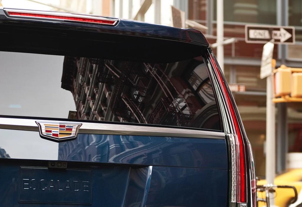 Danh gia Cadillac Escalade 2021 - SUV My ham ho, hien dai hinh anh 2 vehicles_escalade_esv_gallery_exterior_07.jpg