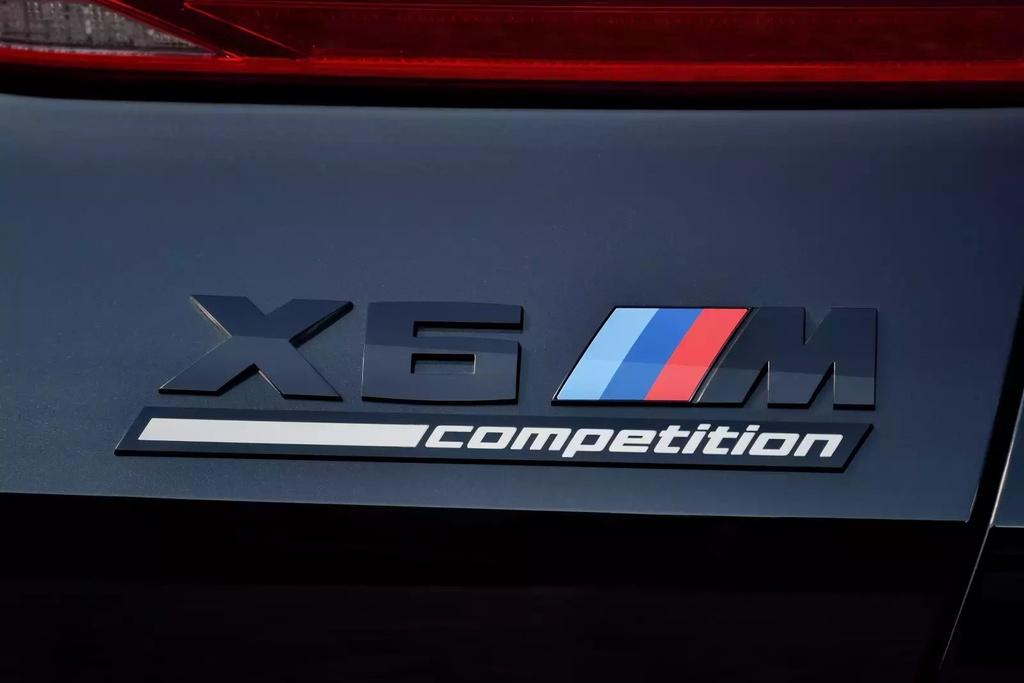 Danh gia BMW X6 M 2020 – SUV hieu suat cao dung chat hinh anh 14 2020_bmw_x6_m_30_1600x0.jpg