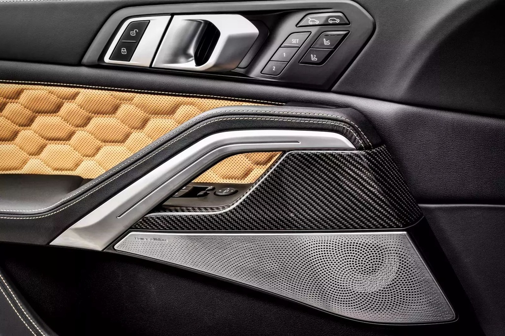 Danh gia BMW X6 M 2020 – SUV hieu suat cao dung chat hinh anh 21 2020_bmw_x6_m_40_1600x0.jpg