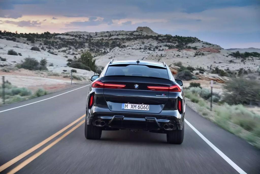 Danh gia BMW X6 M 2020 – SUV hieu suat cao dung chat hinh anh 43 2020_bmw_x6_m_68_1600x0.jpg
