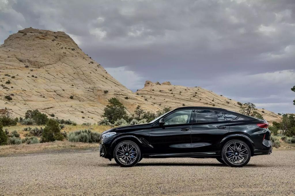 Danh gia BMW X6 M 2020 – SUV hieu suat cao dung chat hinh anh 37 2020_bmw_x6_m_74_1600x0.jpg